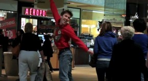 Video of the Day: Dancing With an iPod in Public – Christmas Edition